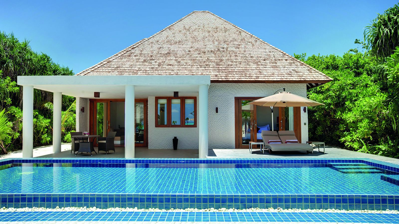Luxury Pool Villas Maldives: Maldives Deluxe Beach Residence With Pool