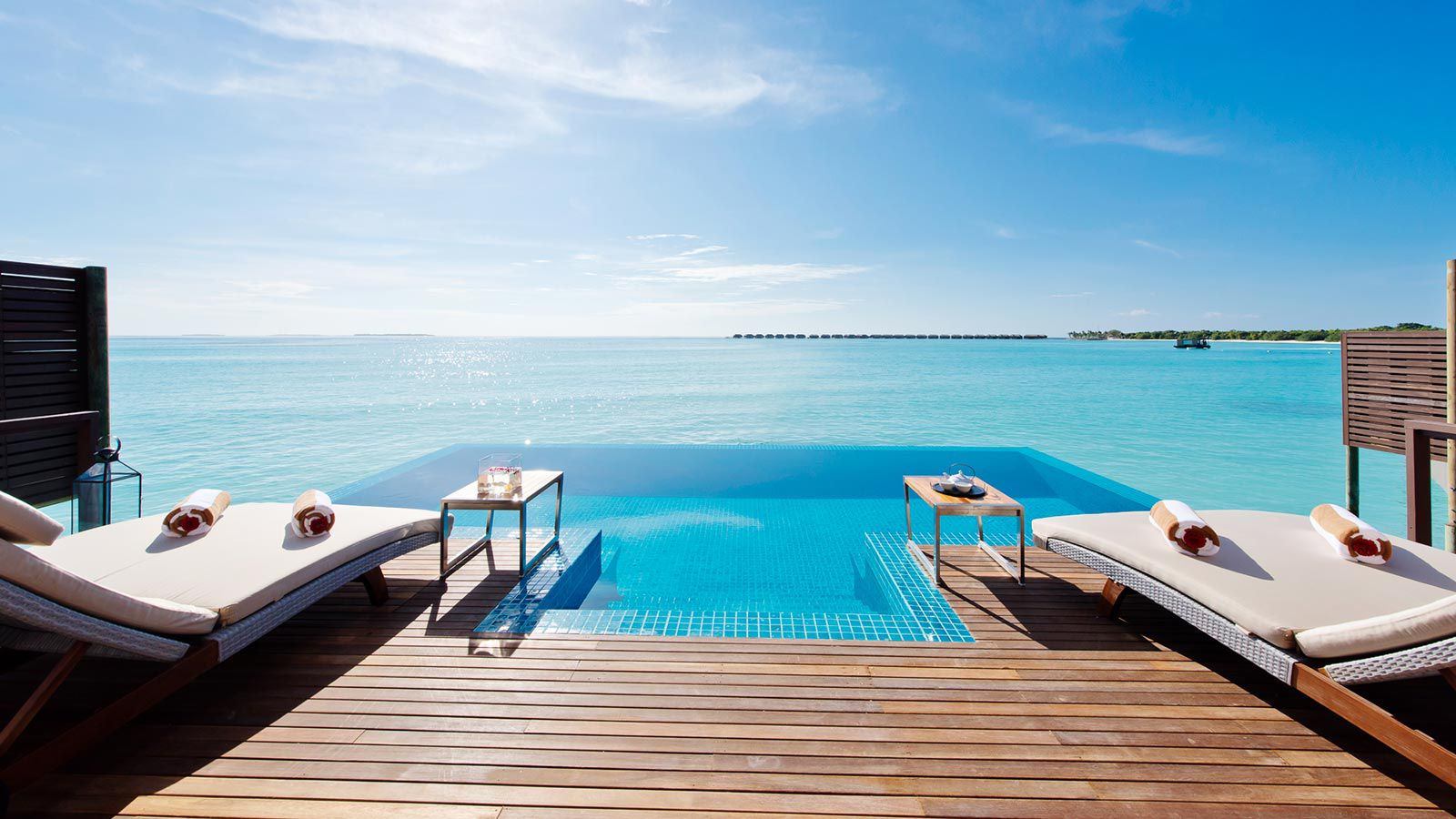 Maldives ocean villa luxury 2 bedroom ocean pool villa for Motel luxury
