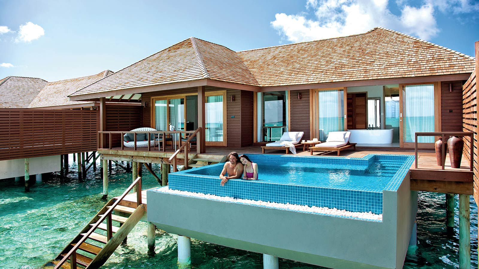Maldives deluxe water villa luxury pool villas maldives for Motel luxury