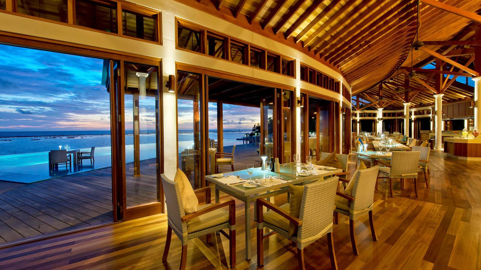 Maldives Food and Drink - Places to eat in Maldives - Hideaway